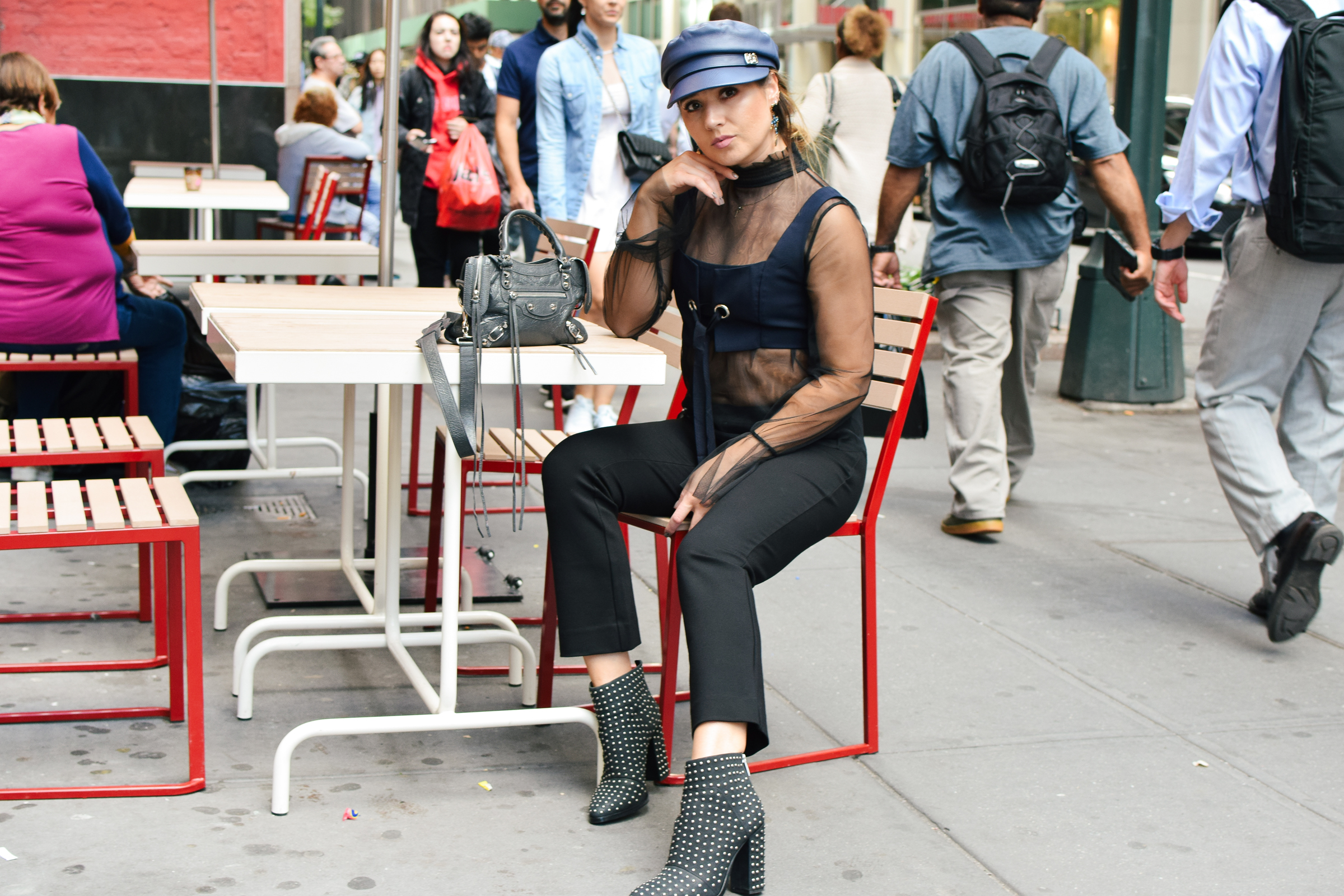 navy-hat-outfit-beret-new-york-fashion-week-streetstyle-look-nyfw