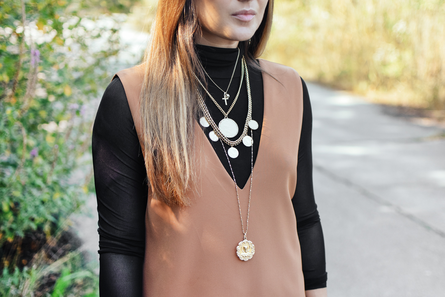 layered-gold-necklaces-chic-trendy-style