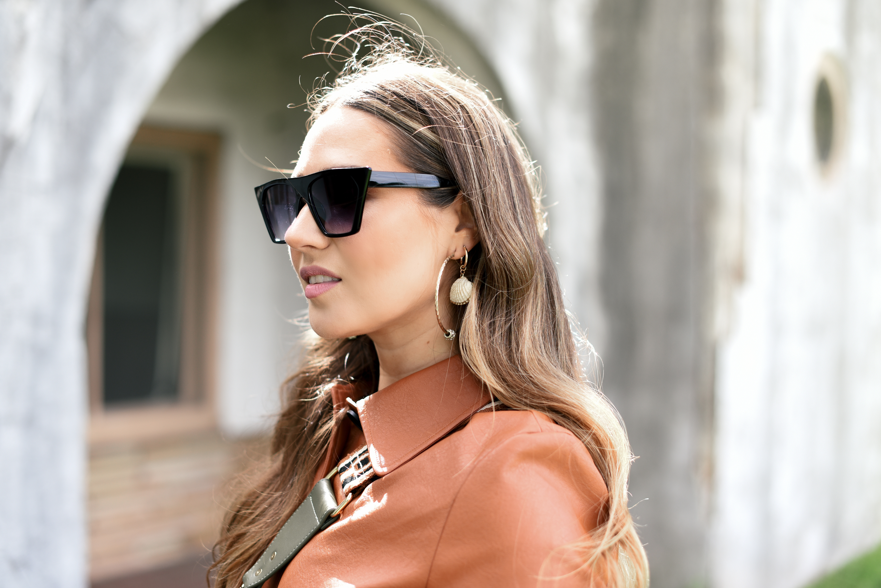 brown-leather-jacket-light-denim-dior-saddle-bag-louis-vuitton-belt-white-bootie-fall-fashion-western-street-style-vibe